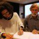 Deborah Shapiro och Rolf Bjelke signerar Vildmarkshav