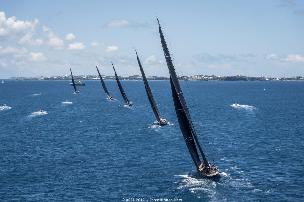 Under den 35:e upplagan av America's Cup på Bermuda seglas America's Cup Superyacht Regatta med sista race på torsdagen. BILD: Ricardo Pinto