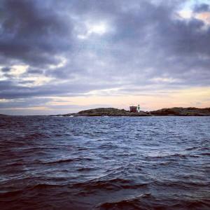 """""""Passerar Valö på väg söderut i 14 m/s. Nästa punkt blir Kungen. 4 grader varmt i luften och vattnet"""", rapporterade Ulf Palm på På Kryss instagram under lördagsmorgonen."""