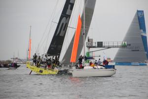 Som staketbåt är man tävlingsbanans yttersta gräns för tävlingsbåtarna. Bild: Ulf Palm