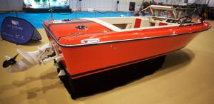 Nostalgimotor och båt.