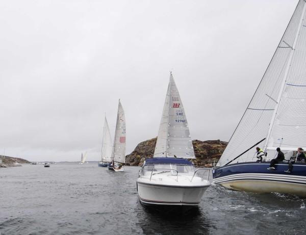 Segelbåtar och motorbåt