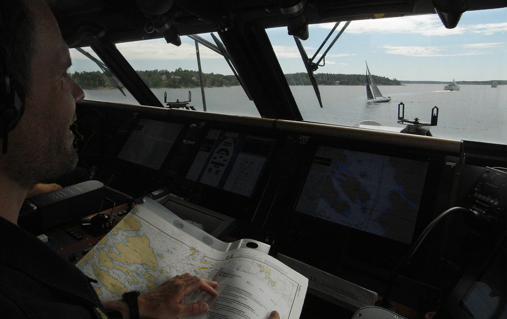 Översikten från korvetten Hälsingborg är bra, men manöverfömågan med 600 ton fartyg är begränsad.