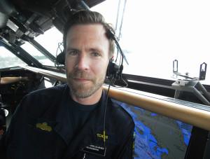 Korvetten Hälsingborg har ett större vindfång än Flottans segelfartyg Gladan och Falken, men helst seglar fartygschefen Anders Fornelius Hecker familjens Omega 42.