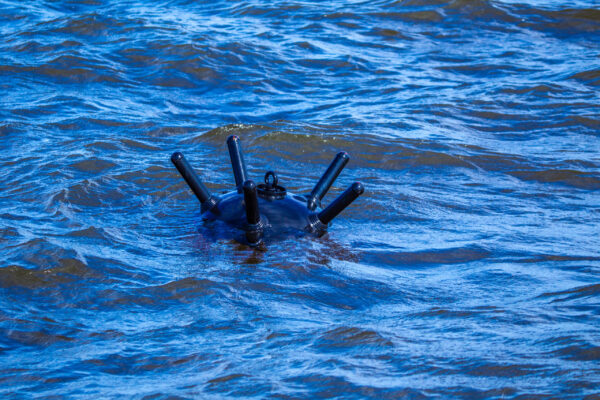 Seglare upptäckte drivande sjömina