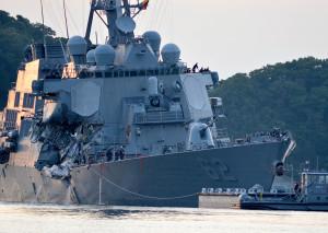 Jagaren USS Fitzgerald i Arleigh Burke-klassen i Yokosuka efter kollisionen med handelsfartyget. Bild: US Navy