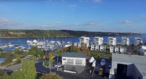 På Gåshaga marina på Lidingö visas Dufour-båtar och jollar i helgen. Dessutom är konstruktören Umberto Felice på plats. Han har bland annat seglat America's Cup, men är sedan länge konstruktör för bland andra Dufour.