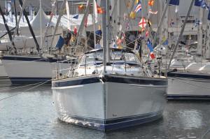 Nyast: Hallberg Rassy 44, så ny att inredningen fortfarande inte är klar. Båten visas därför bara upp från utsidan.