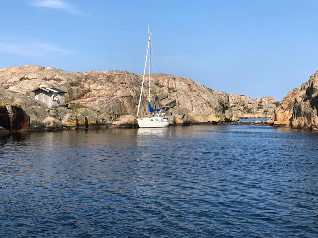 På Skutholmen i Fjällbacka skärgård finns ristningar från 1400-talet, men anorna för den historiska naturhamnen sträcker sig mycket längre tillbaka i tiden. Bild: Peter Junermark