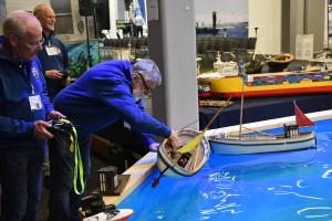 Göteborgs Modellbåtsklubb LASKALA visar upp sina skapelser på mässan.