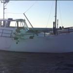 Fritidsbåten var en ombyggd fiskebåt. Det är oklart när skadorna på styrbord sida uppstod. BILD: RS Fårösund