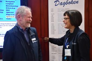 Trevlig stämning i Svenska Kryssarklubbens monter, här ordförande Peter Follin med kanslisten Annika Ahlmark.