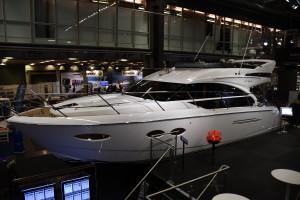 Princess 43 är Båtmässans största motorbåt.