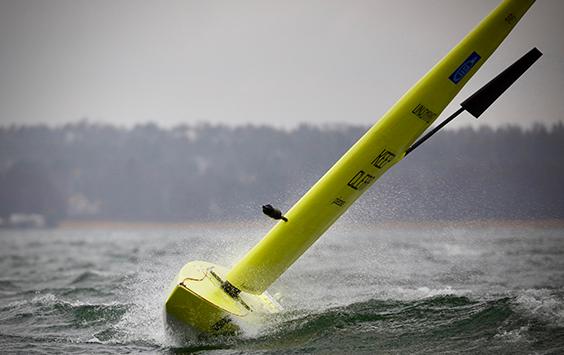 Självseglande båt som klarar trånga farvatten