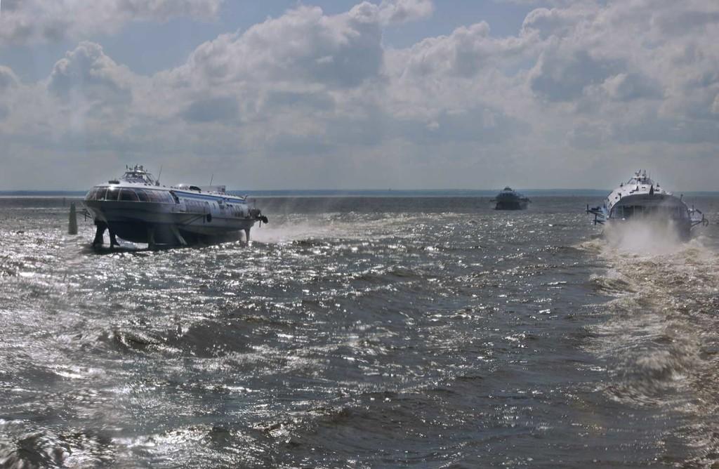 Ryssland har en lång tradition av bärplansbåtar inom sjöfarten. I St Petersburg går färjetrafiken tät med de så kallade raketas.