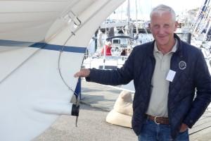 Den klassiska lilla dagseglaren MiniFolkan med inbyggd eldrift i rodret drar många nyfikna blickar till sig. Konstruerad av ingen mindre än Sture Sundén – son till Tord Sundén som ritade den Nordiska Folkbåten redan 1941.