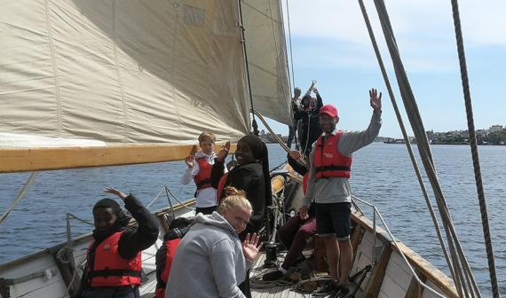 Unga utan sjövana får komma ut på havet tack vare Kryssarklubbenoch Svenskt Friluftsliv