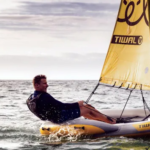 Prisbelönt uppblåsbar segelbåt