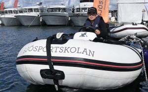 Tony, 13 år, från Skepplanda provade på att köra jolle. Bild: Linda Hammarberg